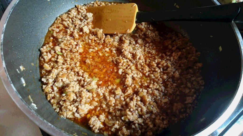 マーボー 挽き肉 炒める