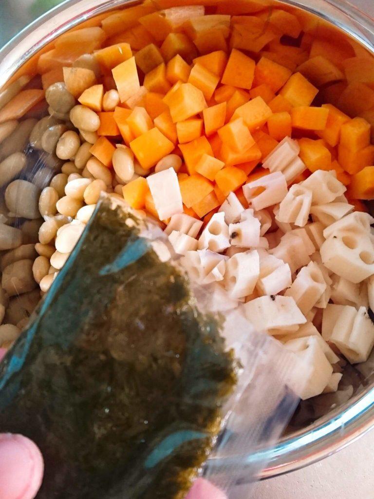 大豆レンコンアカモク煮 材料 アカモク投下