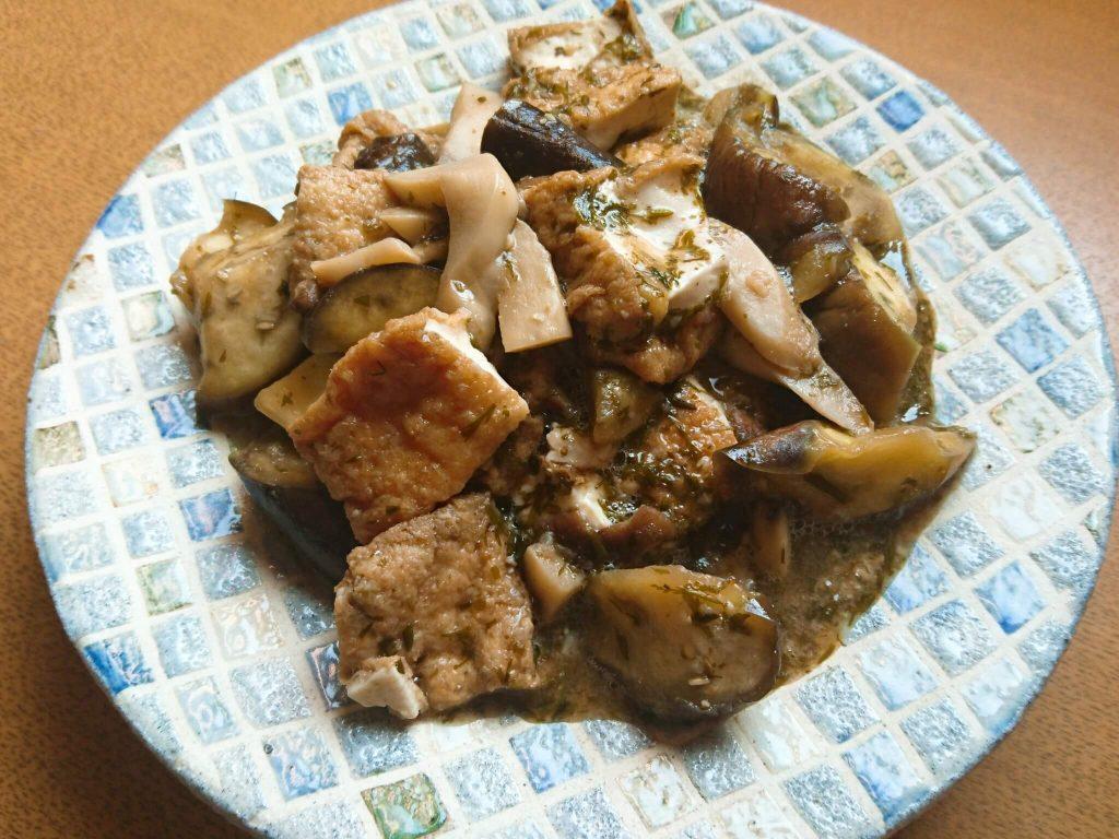茄子と厚揚げのピリ辛アカモク味噌炒め煮